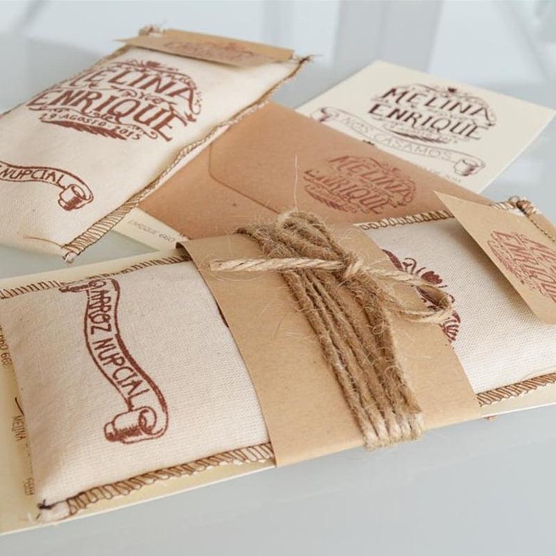 invitaciones e boda originales con arroz